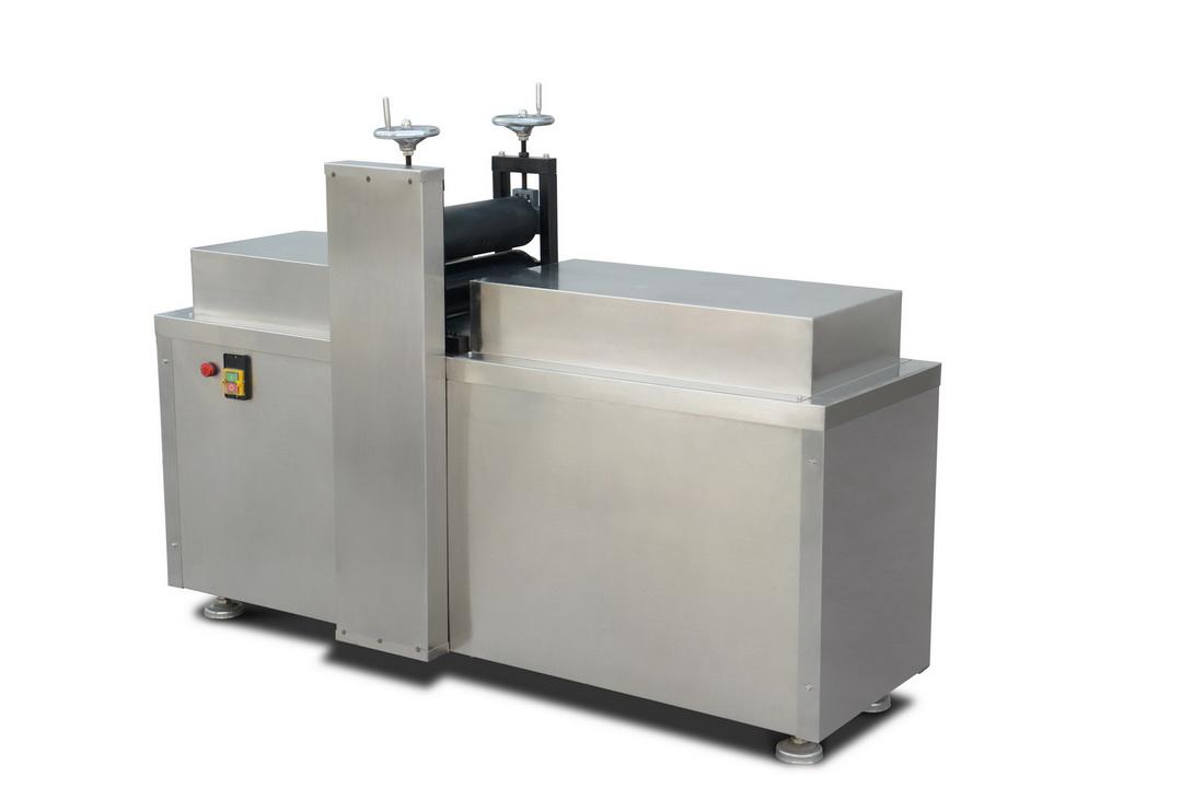 膏藥機系列—RK-1-300型異形膏貼滾切機