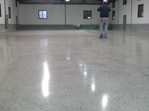 密封固化劑地坪漆施工